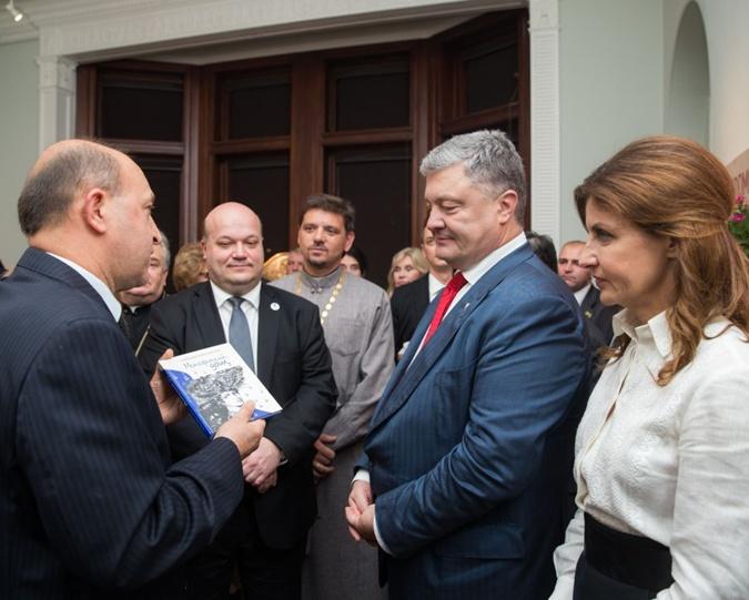 В день рождения Петра Порошенко его супруга надела вышиванку. Фото: president.gov.ua