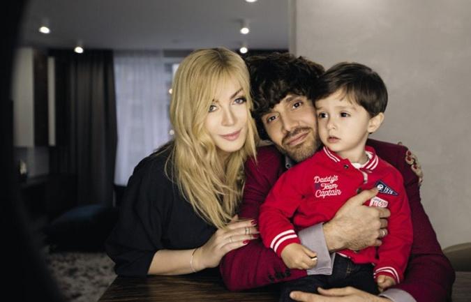 Ирина Билык с мужем Асланом Ахмадовым и сыном Табризом. Фото: Vivf.ua