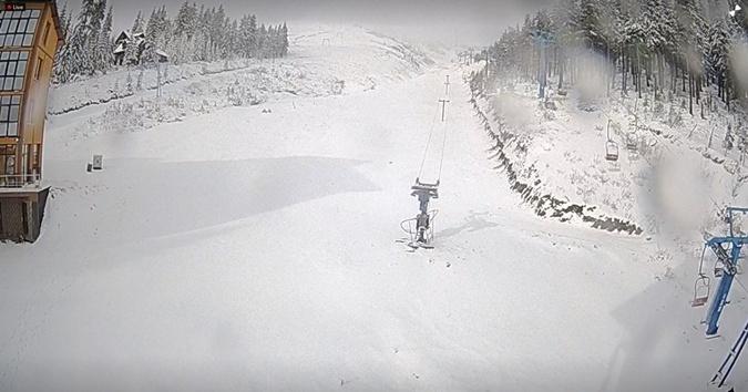 На Драгобрате уже приличный слой снега.