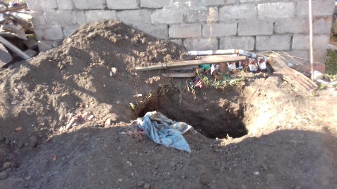 Кого-то из жертв закопали поглубже, кого-то просто присыпали землей. Фото: автор