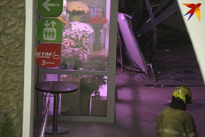 В Минске потолок торгового центра упал на продавцов фото 1