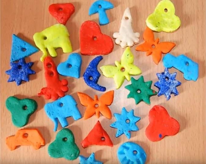 Из шишек, лампочек и соленого теста: 5 идей для новогодних украшений своими руками фото 2