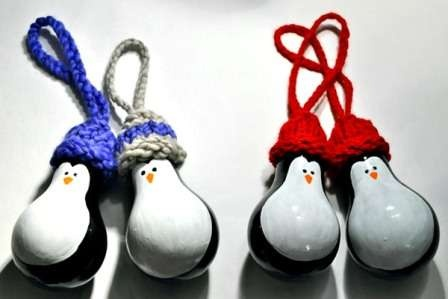 Из шишек, лампочек и соленого теста: 5 идей для новогодних украшений своими руками фото 3