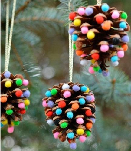 Из шишек, лампочек и соленого теста: 5 идей для новогодних украшений своими руками фото 14