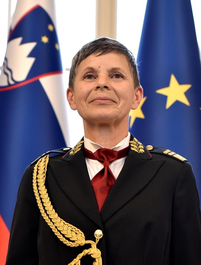 Впервые  армию страны-члена НАТО возглавила женщина  фото 1