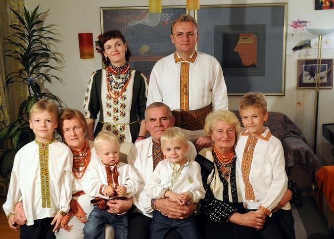 Андрей Иванович Садовый во главе семьи. Фото: Фейсбук