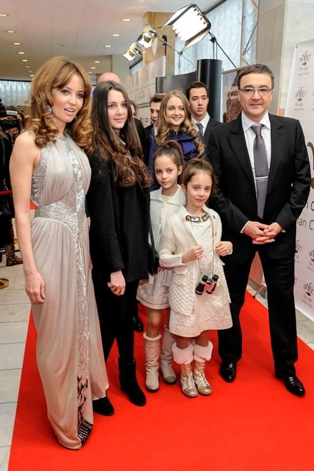Игорь Никонов со своей семьей на одном из светских мероприятий. Фото: radio.kiev.fm