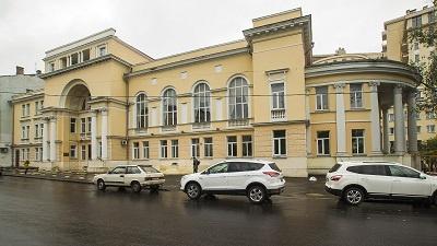 Школа имени профессора Столярского была основана в1933году. За 85 лет своего существования она выпустила более 3тысяч лауреатов и победителей музыкальных конкурсов.
