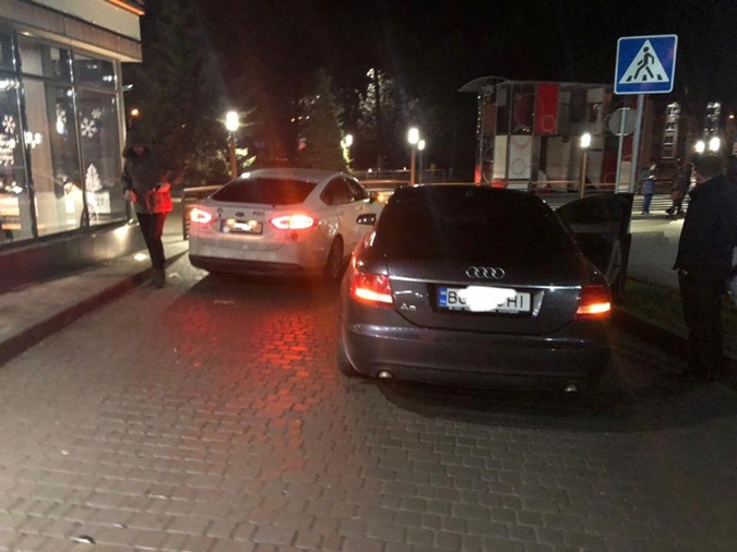 Депутат Владимир Парасюк рассказал о ДТП: оформили бумаги, потом выпил с полицейскими кофе фото 2