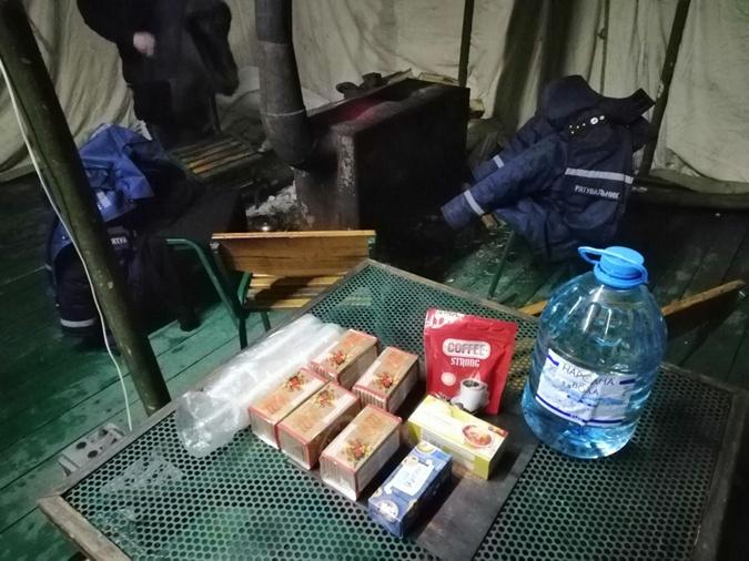 Для водителей предусмотрели горячие напитки и теплые вещи Фото: kyiv.dsns.gov.ua