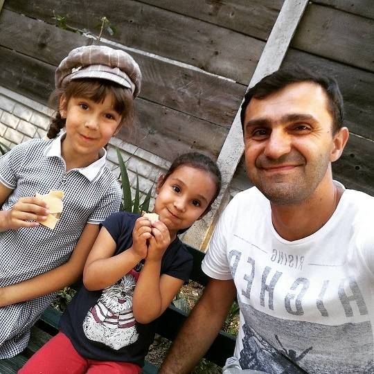 Тарас Стадницкий со своими дочерьми. Фото: Инстаграм