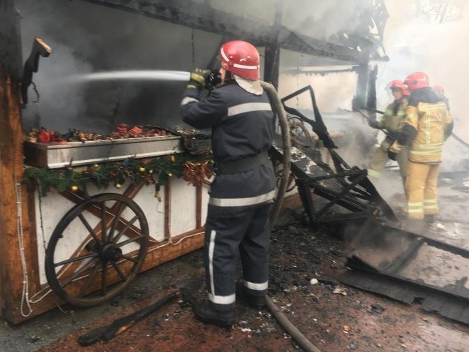 Загорелся павильон на ярмарке. Фото: ГСЧС во Львовской области.