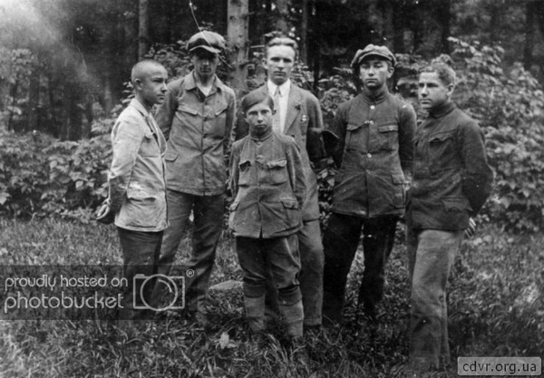 Молодой Бандера и подпольщики. Фото: foto-history.livejournal.com