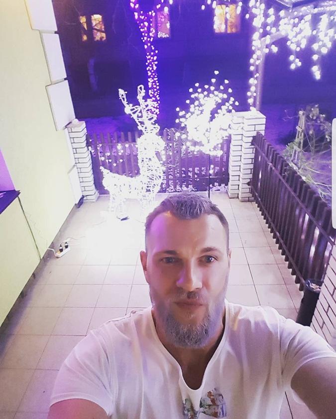 Павел Вишняков отрастил волосы и бороду фото 1