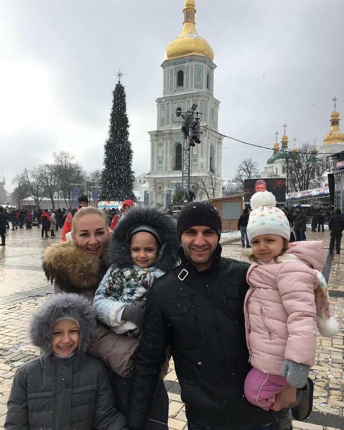 В ожидании соперников: Усик уехал в Лапландию, а Ломаченко объедается раками фото 4