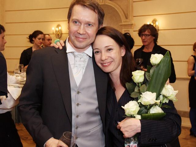 СМИ проинформировали, что Евгений Миронов растит сына отсуррогатной матери