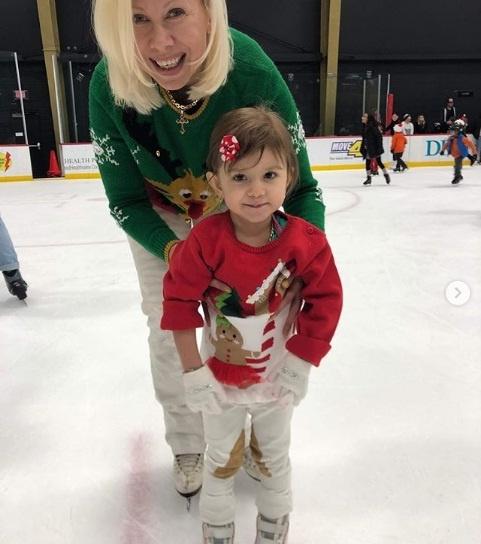 Сейчас Оксана обучает фигурному катанию свою 4-летнюю дочь.