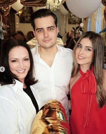 София Ротару со внуками Анатолием и Соней. Фото: instagram.com/rotaru_sofia
