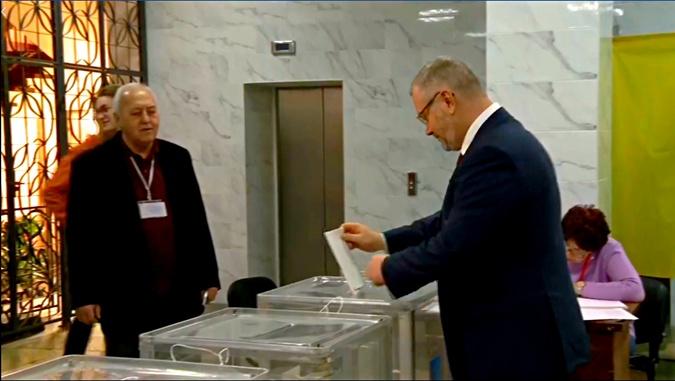 Кто из кандидатов рано встал и проголосовал  фото 3