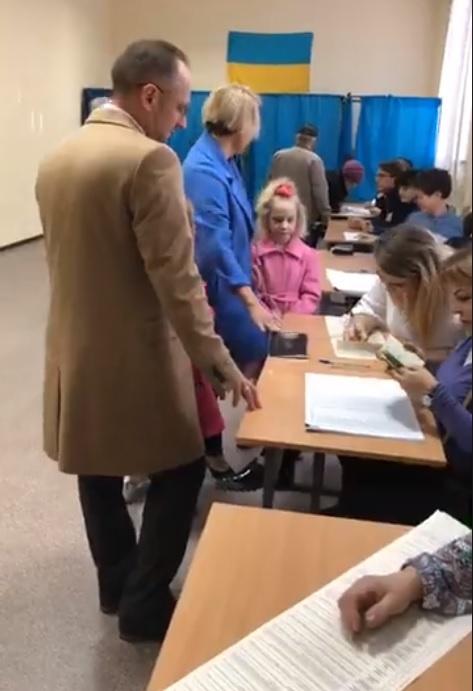 Кто из кандидатов рано встал и проголосовал  фото 2