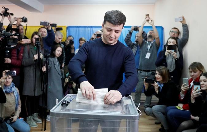 Кто из кандидатов рано встал и проголосовал  фото 5