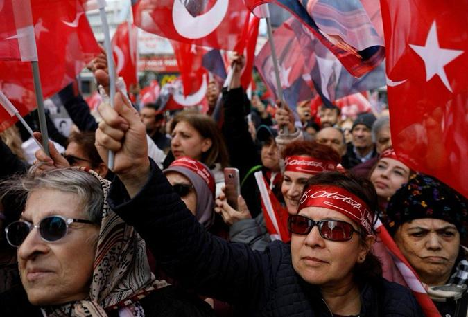 Выборы в странах мира: Словакию возглавила женщина, а в Турции стреляли на участках фото 2