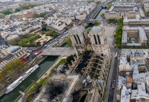 Нотр-Дам де Пари после пожара.