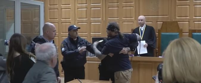 Бывший муж убитой не смог сдерживать эмоции - его увели из зала суда в наручниках. Фото: ГУ НП в Тернопольской области