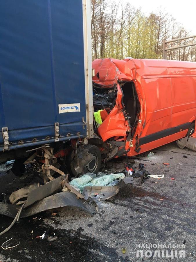 В результате двойного ДТП погиб водитель