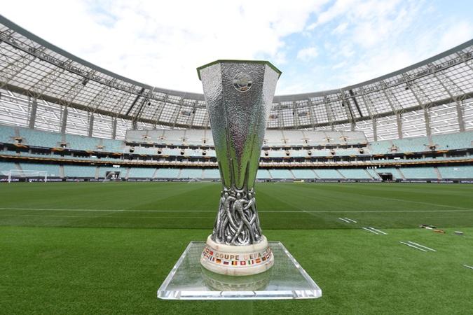 Трофей Лиги Европы весит 15 килограмм. Фото: uefa.com