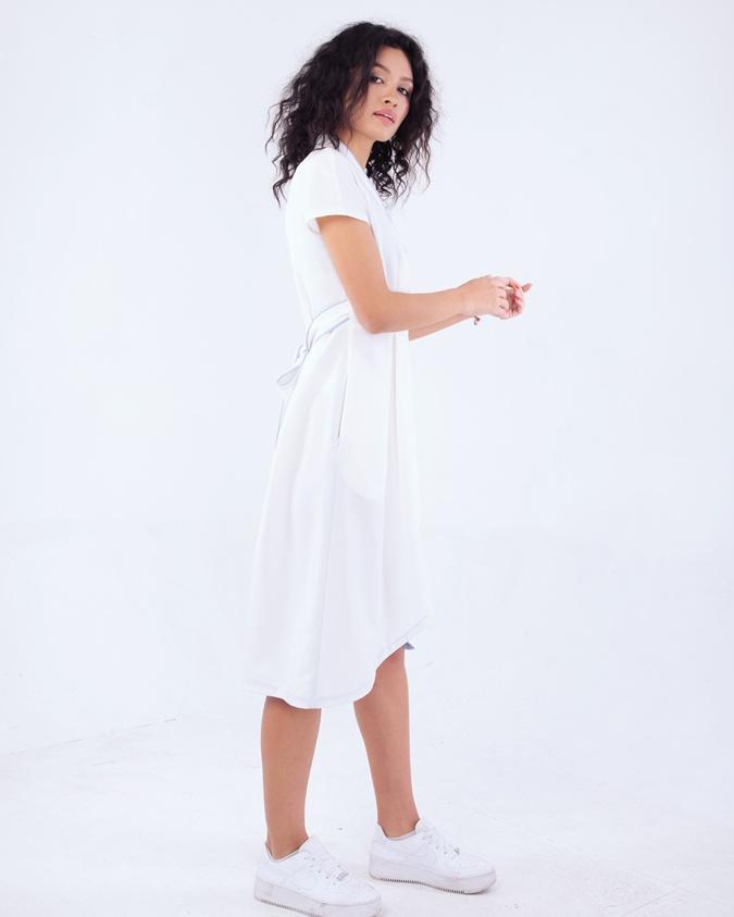 Мода по-одесски: шесть бутылок превращаются в элегантное платье фото 3