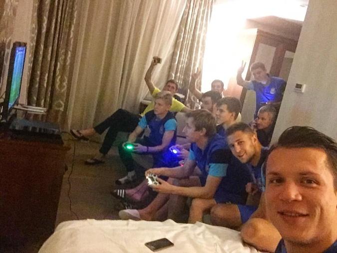 Как развлекаются футболисты после игры фото 4