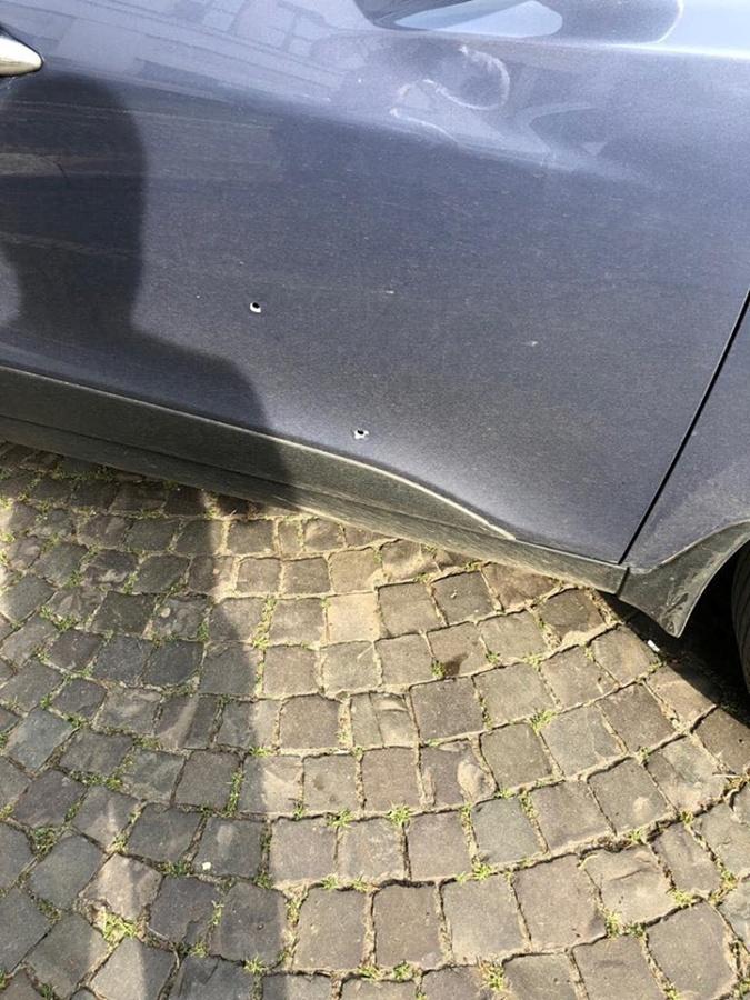 В Ужгороде во время обстрела машины офицера полиции пострадала пенсионерка фото 1