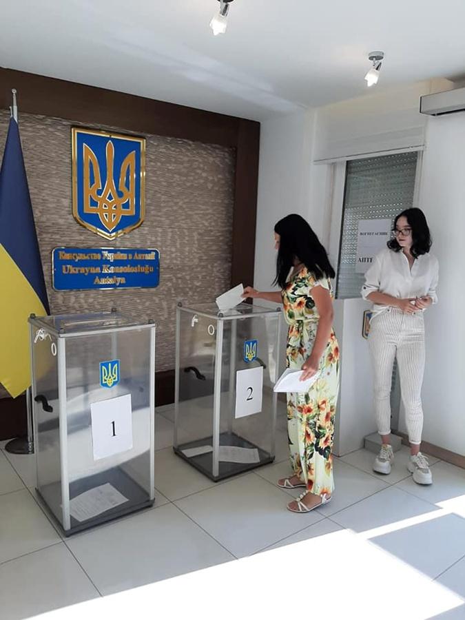 Избирательные участки в Турции открылись в 8-00 утра.