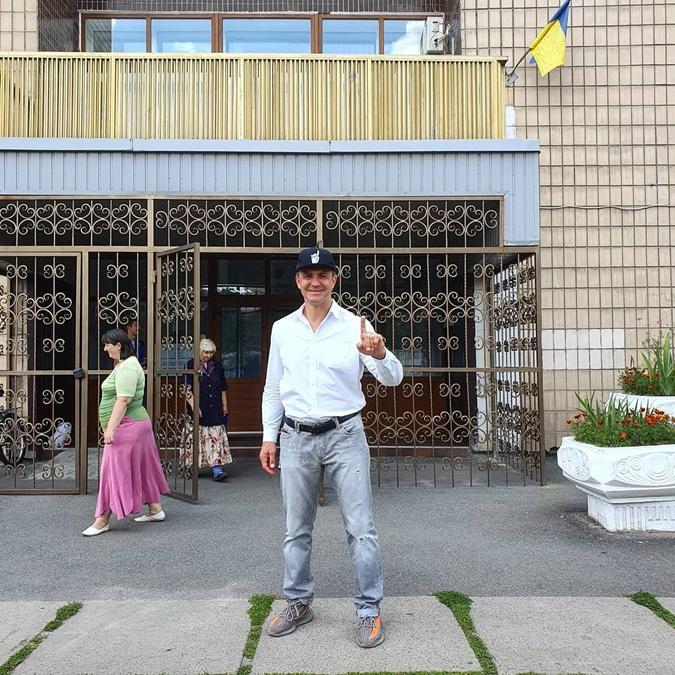 Врачи, ведущие и рестораторы: кто победил на округах в Киеве  фото 9