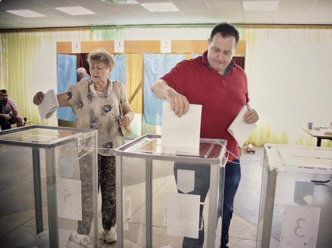 Врачи, ведущие и рестораторы: кто победил на округах в Киеве  фото 2
