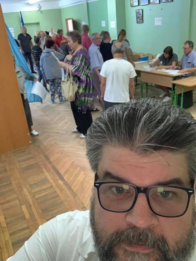 Врачи, ведущие и рестораторы: кто победил на округах в Киеве  фото 5