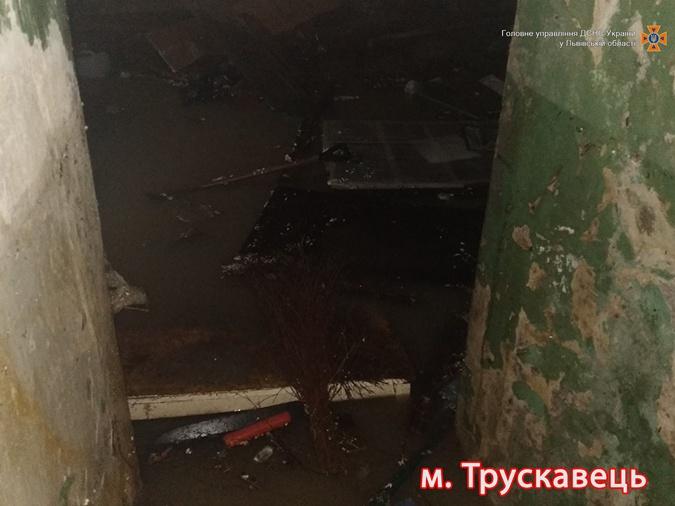 Затоплены подвалы зданий в Трускавце. Фото: ГСЧС