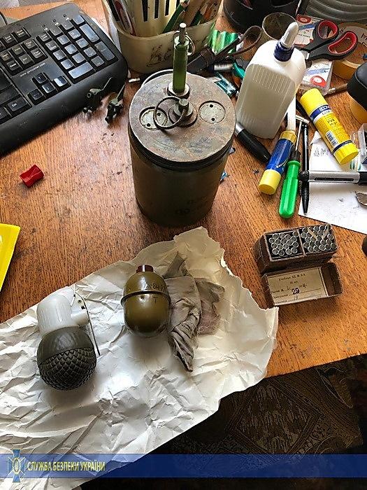 При обыске в доме парня обнаружили боеприпасы. Фото: Служба безопасности Украины