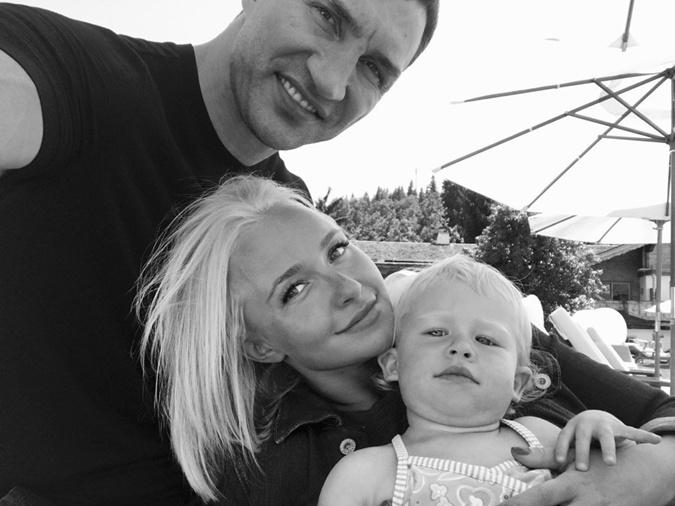 Хайден с Владимиром и маленькой дочкой. Фото: twitter