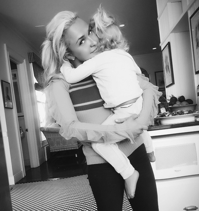 Хайден с маленькой дочкой Каей-Евдокией. Фото: twitter