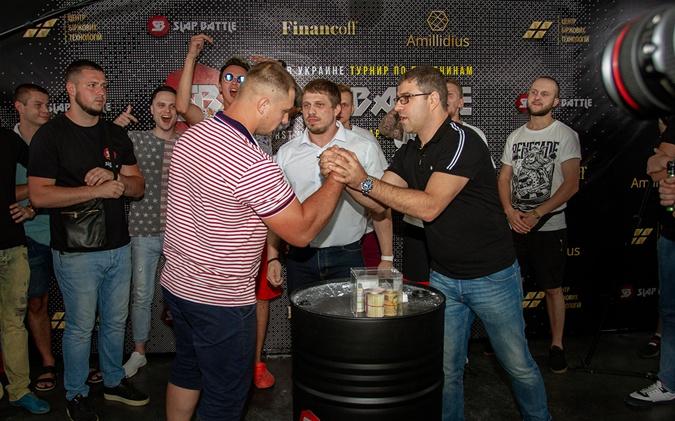 Слэп-баттл — турнир по пощечинам с призом 50 тыс. грн.