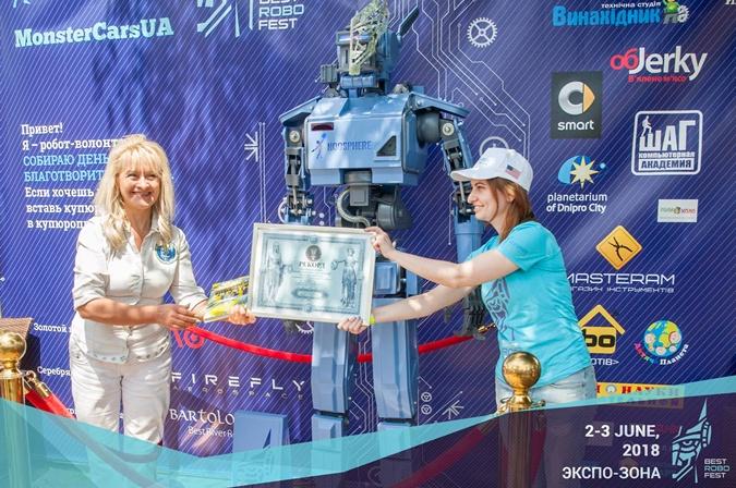 Фестиваль BestRoboFest в Днепре: гигантский костюм астронавта, роботехническая мода и соревнования машин-монстров фото 1