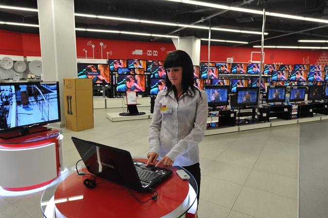 По мнению эксперта не могут огромные супермаркеты с дорогими товарами быть ФОпам. Фото: архив