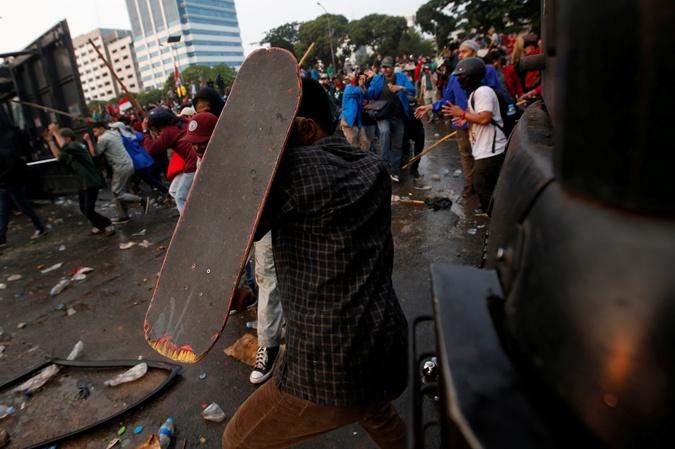 Жители Индонезии протестуют против запрета на секс до свадьбы [фото,видео]