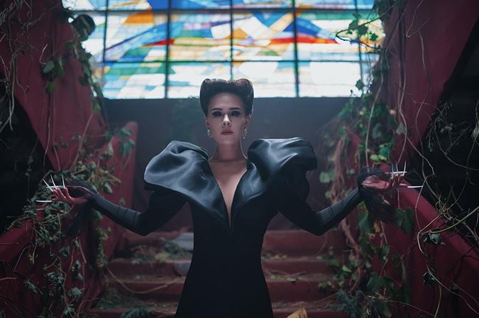 Юлия Санина в новом клипе The Hardkiss стала вампиром.