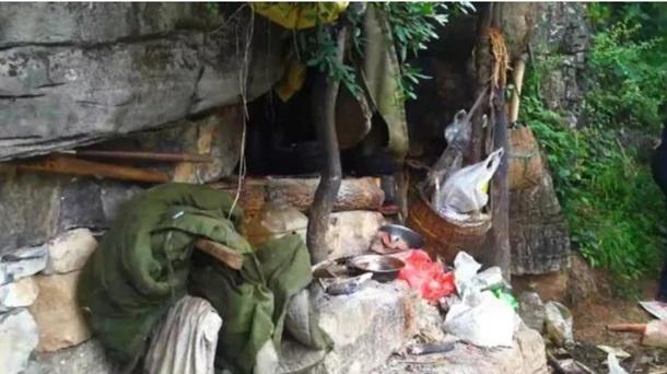 """В Китае """"оборотень в погонах"""" 17 лет жил в пещере, прячась от полиции [фото]"""