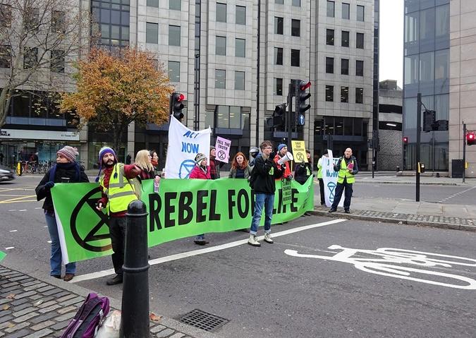 Борцы за экологию устроили всемирный протест: кто они такие и чего хотят фото 4