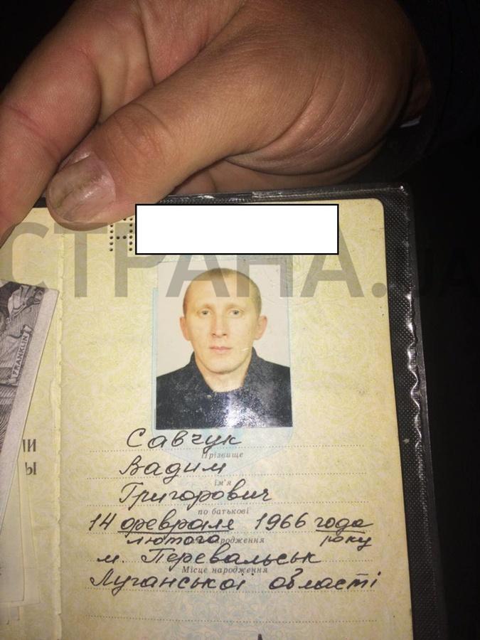 В СМИ показали паспорт подозреваемого.