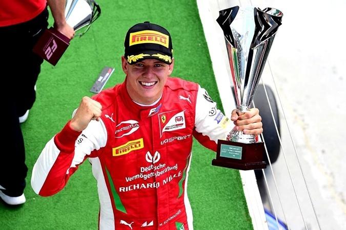 Мик Шумахер стал автогонщиком.